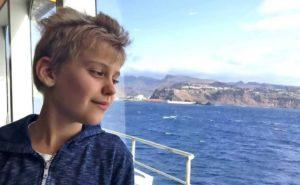Niño autista, de 11 años, habla la primera oración completa después del tratamiento con células madre