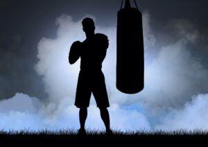 DE NUEVO EN GUANTE Mike Tyson, de 53 años, revela que recibió terapia de investigación con células madre y que no había golpeado las bolsas durante 15 AÑOS antes de regresar al entrenamiento.